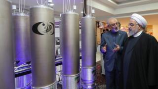 Iranian President Hassan Rouhani (R) is shown nuclear technology by Ali Akbar Salehi, head of Atomic Energy Organization of Iran (9 April 2019)