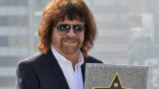 Lead singer Jeff Lynne was unable to perform due to medical advice