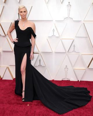 Charlize Theron sur le tapis rouge