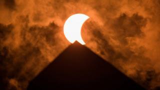 Eclipse encima del monumento a Washington.