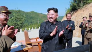朝鲜领导人金正恩庆祝洲际导弹发射成功