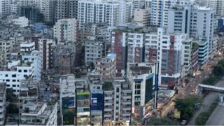 বিশ্বের সবচেয়ে ঘনবসতিপূর্ণ শহরের একটি ঢাকা
