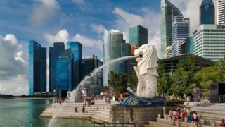 Sarah Keating chỉ mới ở Singapore vài tháng thì bà đã trải nghiệm lần đầu tiên tính sợ bị thiệt của người dân