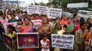 Hindistan'da tecavüz olaylarına karşı protesto
