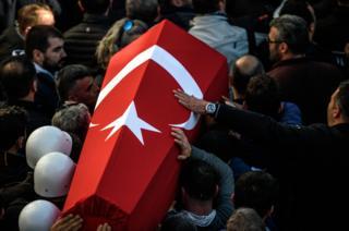 تشییع جنازه پلیسهای کشته شده در انفجارهای استانبول