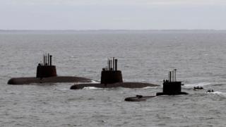 زیردریایی سن خوآن (چپ) در این عکس در کنار دو زیردریایی دیگر نیروی دریایی آرژانتین دیده میشود