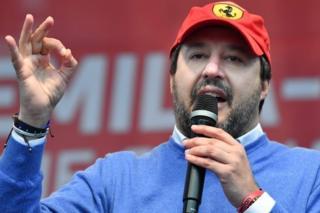 """Tunuslu ailenin kapısında """"Uyuşturucu mu satıyorsunuz?"""" diyen Salvini'ye tepki"""