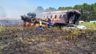 La scène de la collision entre un train de passagers et un camion, près de Kroonstad.