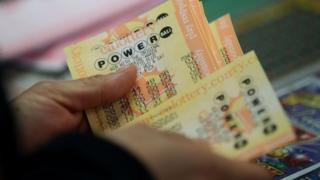 A customer buys Powerball tickets at Kavanagh Liquors on 13 January 2016 in San Lorenzo, California
