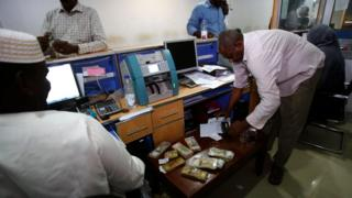 فقد الجنيه السوداني جزءا كبيرا من قيمته الشرائية منذ مطلع العام الحالي