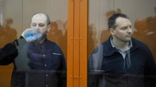 Руслан Стоянов (слева) и Сергей Михайлов во время оглашения приговора