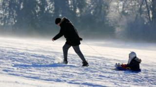 Sledgers on Camp Hill Woolton