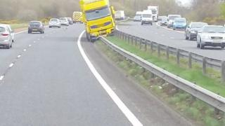 Lorry hits barrier on M1