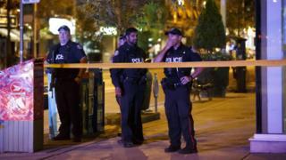 Policías canadienses desplegados en la zona del suceso.