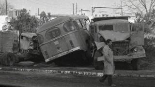Баррикады из грузовиков и автобусов.