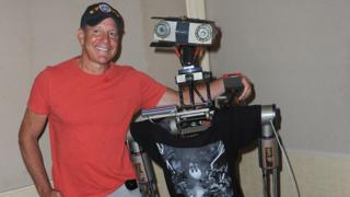 Short Circuit actor Steve Guttenberg poses with the Johnny 5 robot in 2018