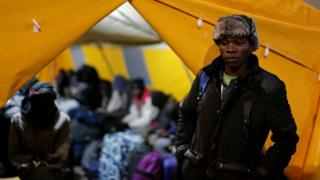 Обитатели лагеря в палатке