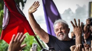 Inelegível, Lula será 'megafone da oposição' a Bolsonaro, dizem petistas