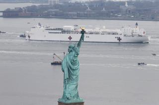 USNS Comfort passes the Statue of Liberty
