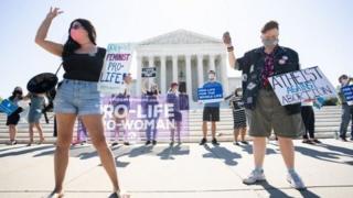 سقط جنین از موضوع های مهم سیاسی و عقیدتی در آمریکاست
