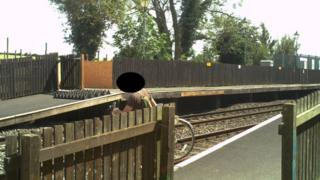 Trespasser di Stasiun Tackley