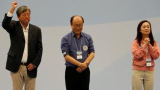 陳凱欣(右)擊敗了李卓人(左)及馮檢基當選。