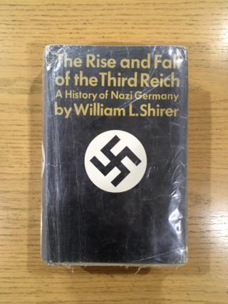 """Libro """"El auge y caída del Tercer Reich""""."""