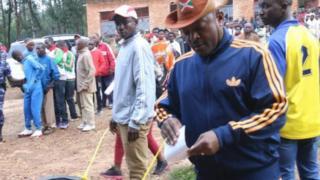 Rais Burundi Pierre Nkurunziza akipiga kura