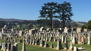 Cementerio de Colma, California, Estados Unidos.