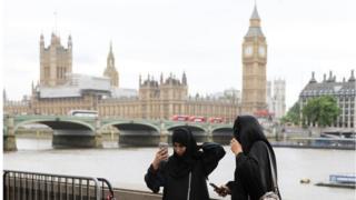 мусульманки у моста
