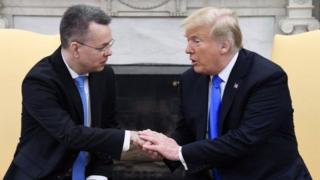 """رئیس جمهوری آمریکا آزادی آقای برانسون را یک """"گام عظیم"""" در راستای بهبود روابط با ترکیه دانست"""