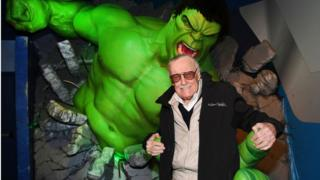 Stan Lee posing with Hulk