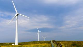 Six Scottish wind farms awarded contracts