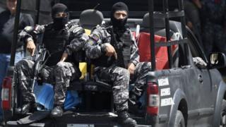 Comandos encapuchados del Sebin.