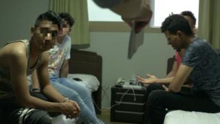 제주 시내 한 관광호텔에는 현재 20여 명의 예멘 난민신청자들이 머물고 있다