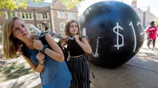 Manifestación sobre deuda estudiantil en Estados Unidos
