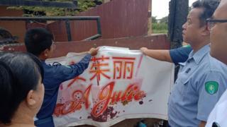 စည်ပင်ခွင့်ပြုချက်မယူထားတဲ့ တရုတ်ဆိုင်းဘုတ်တွေကို ဖြုတ်ဖို့ မြို့ခံတွေ လိုလား