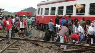 Un accident de train de la société Camrail fait 79 morts et 550 blessées entre Yaoudé et Douala.