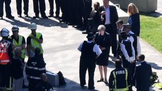 Başbakan Theresa May olay yerini ziyaret etti