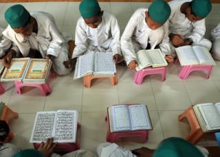 भारत के मदरसे में पढ़ते हैं मुस्लिम लड़के