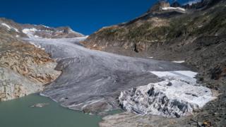瑞士羅納冰川及其冰蝕湖。