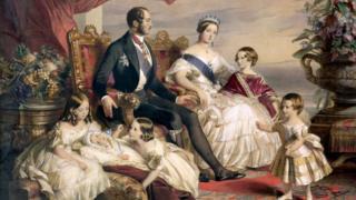 Hannoverlər sülaləsindən sonuncu monarx, kraliça Victoria olub. Onun davamçıları şahzadə Albert-n adını qəbul edərək Saxe-Coburg-Gotha çevriliblər