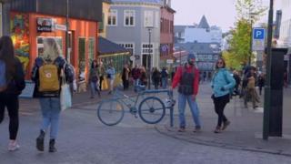 Homens e mulheres na Islândia