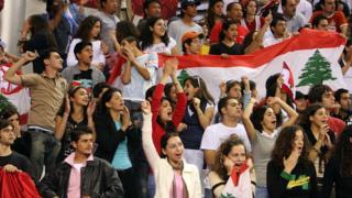 جمهور المنتخب اللبناني خلال مباراة لكرة السلة