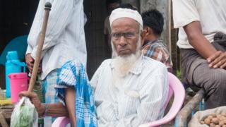 Пожилой мусульманин на рынке в Маундо