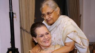 सोनिया गांधी के साथ शीला दीक्षित