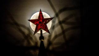Луна над Кремлем