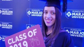 Maddy en su graduación