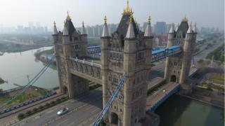Réplica del Tower Bridge de Londres en Suzhou, China