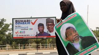Wata mata mai zanga-zanga dauke da hoton Zakzaky a Abuja a Janairun 2019